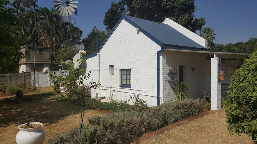 Very Secure, peaceful Cottage. - Harare - Kabin