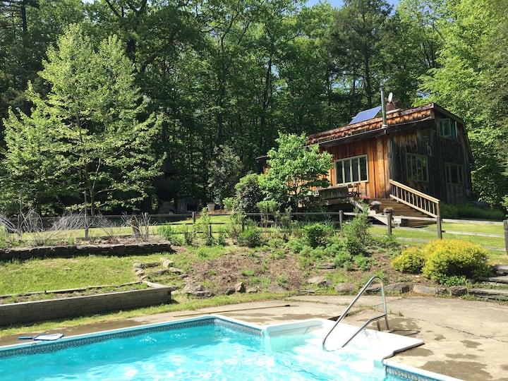 Secluded house, ski, pool!
