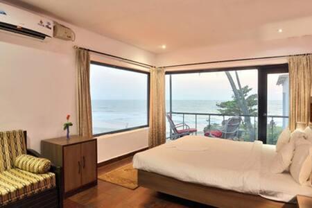 Deluxe Room (1 BR) Overlooking the Arabian Sea