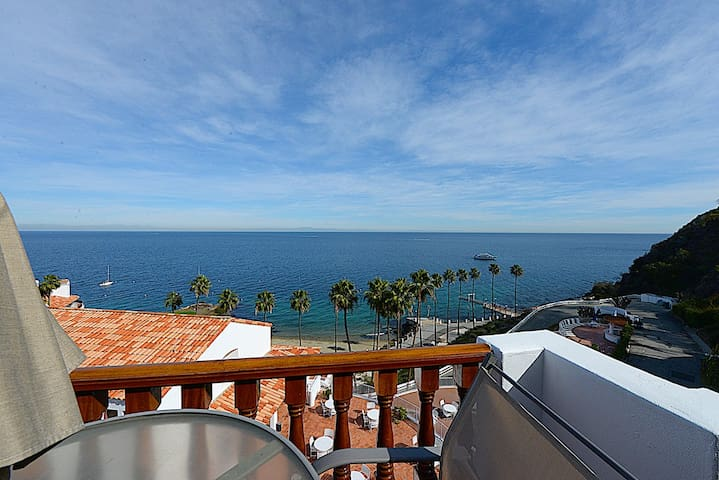 Bright and Airy Villa, Sweeping Views from all Rooms, Updated Kitchen - Hamilton Cove Villa 2-32