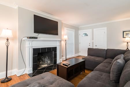 First floor Apartment in Shaker Heights