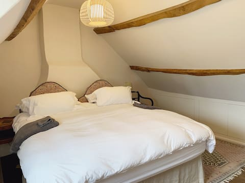 Bedroom with superking sized bed in Eynsham