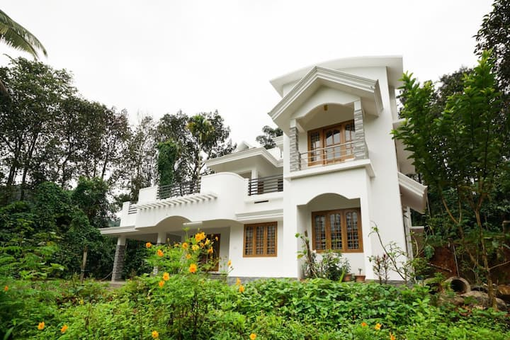 Lovely holiday home, Munnar