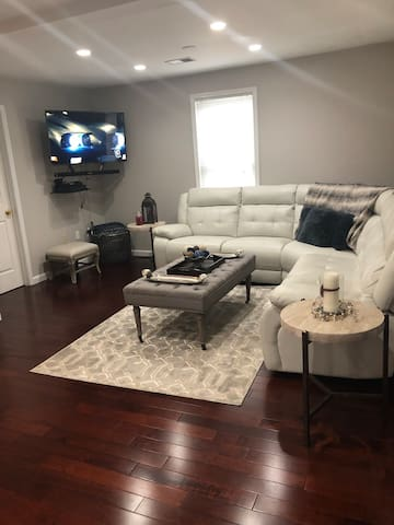 Room with private  bathroom-Close  to NYC/RU