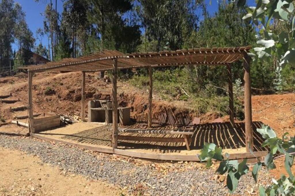 Lugar de descanso junto al Dommo para cocinar al carbón