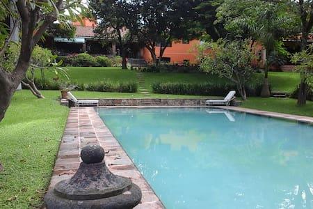 DREAM SUITE IN MAJESTIC  GATED COLONIAL VILLA! - Cuernavaca - Villa