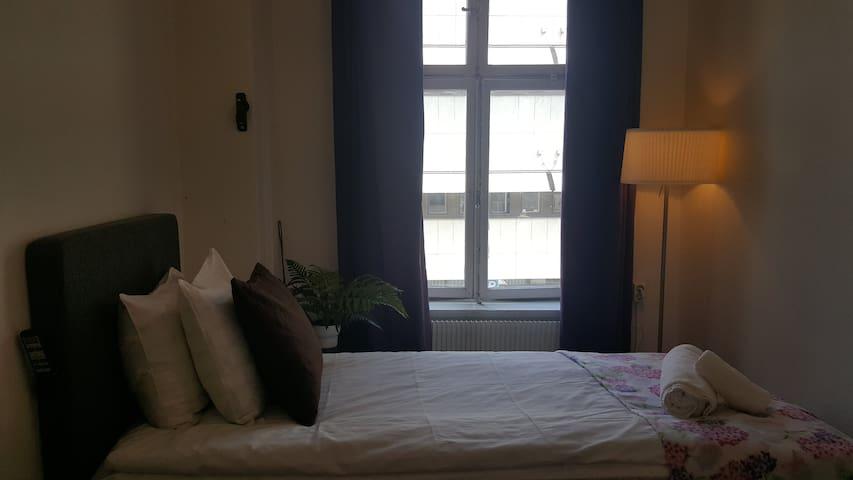 A Marican Hostel: Single room, basic (#207)