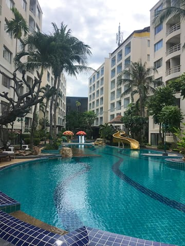Lovely Apartment with Swiming Pool View