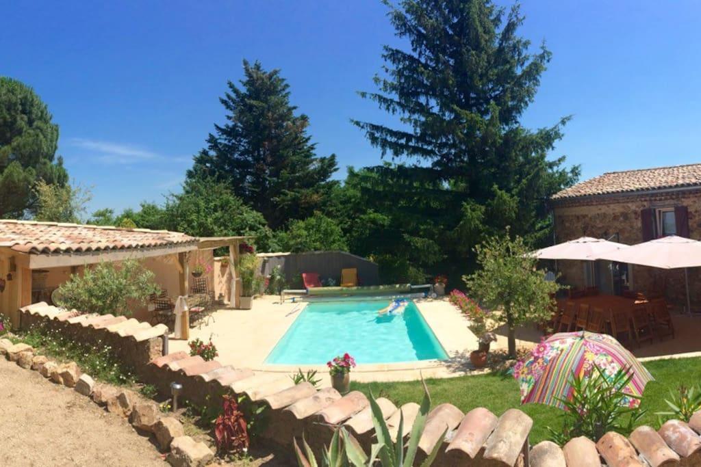 Grande maison piscine dans vignoble houses for rent in for Hotel piscine interieure rhone alpes