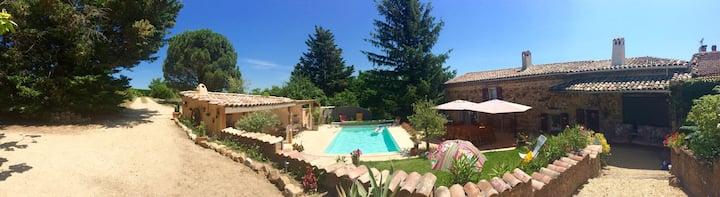 grande maison piscine dans vignoble