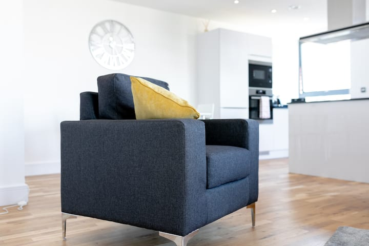 London Riverview - Canary Wharf  - Excel. 3 bed.
