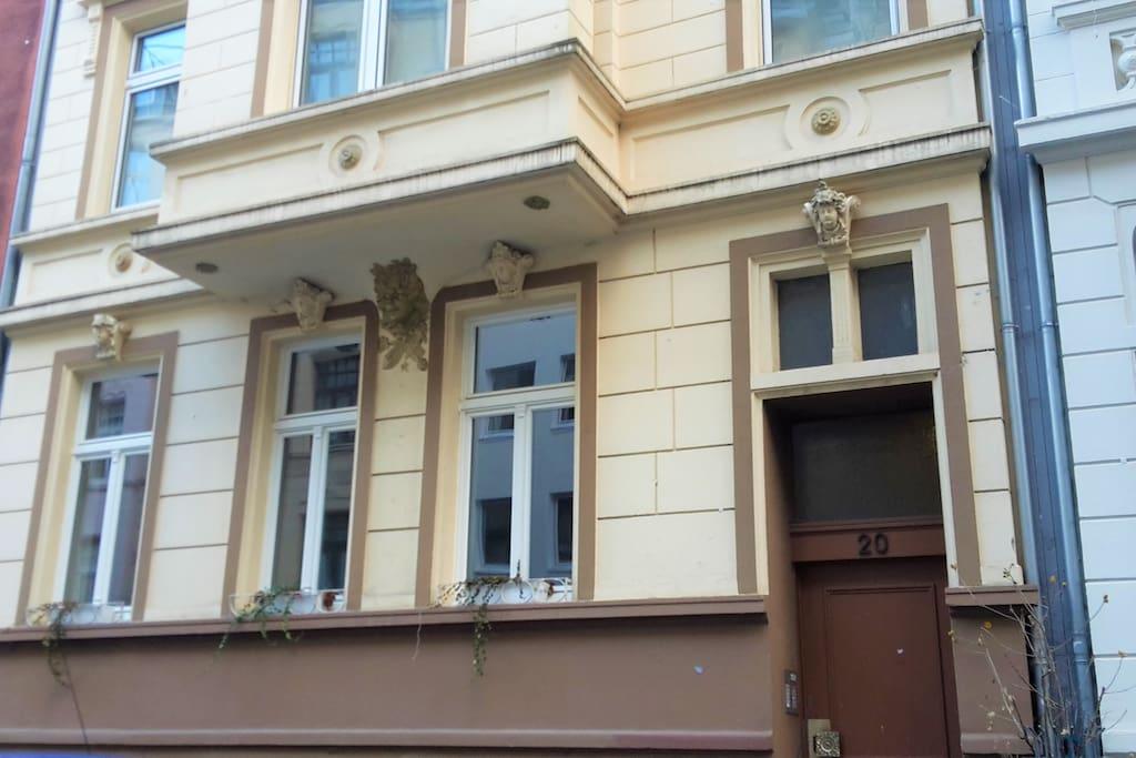 Gebäude / Building