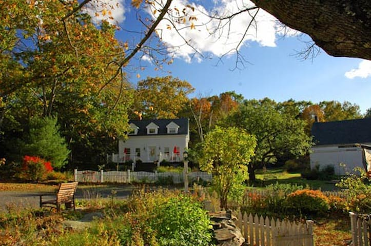 Charming 5BR Waterfront Cape-15 ac - Boothbay