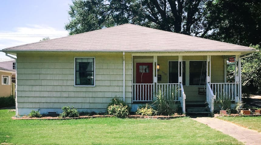Entire home 7 miles from downtown & airport