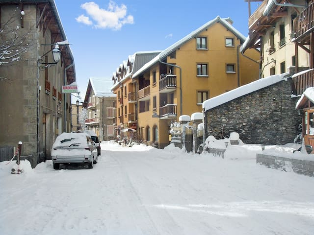 Cozy studio 5km from 7 ski areas - Aiguilles - Lejlighed