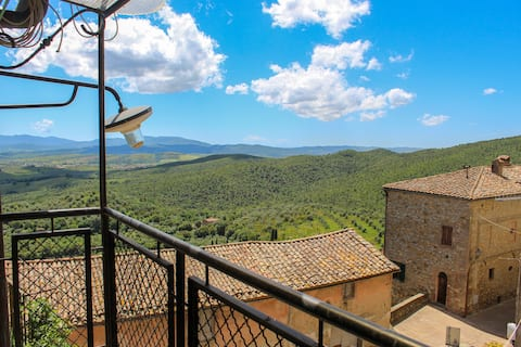 [TUSCAN PANORAMIC] Typical apartment with view