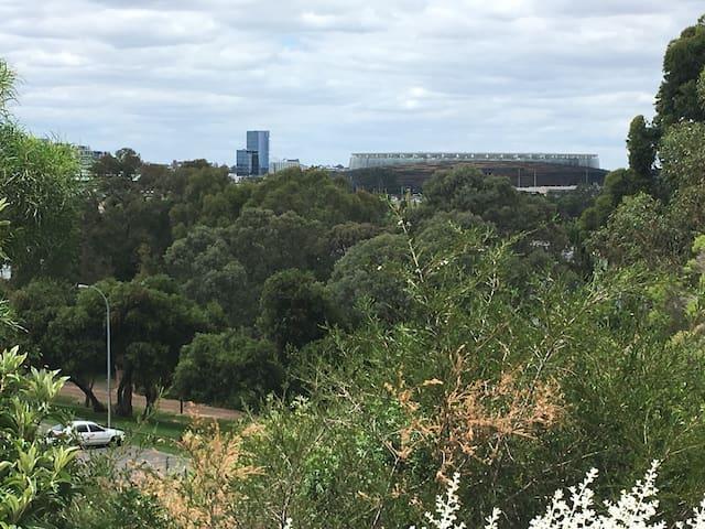 Perth Stadium 7 minutes drive