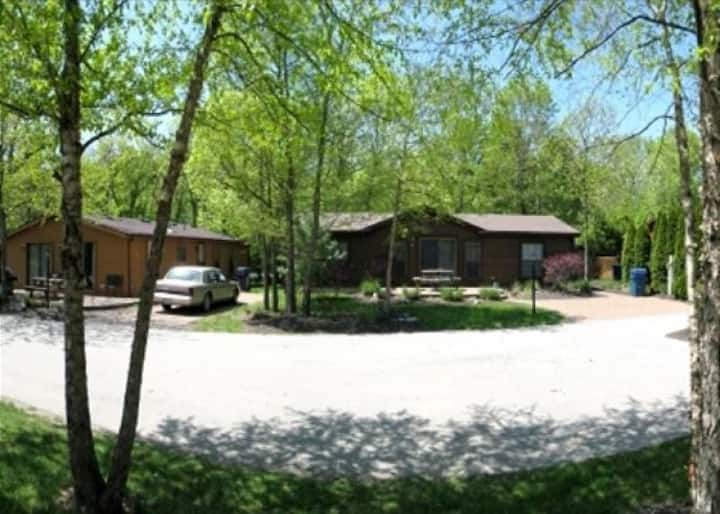 Stunning Put-in-Bay Location.  3 BR, 2 BA. Maximum space for 12 People. - Put-in-Bay Island Club #108