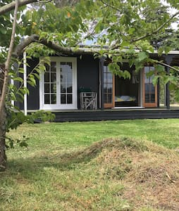Relaxing cottage with rural views - Martinborough - 一軒家