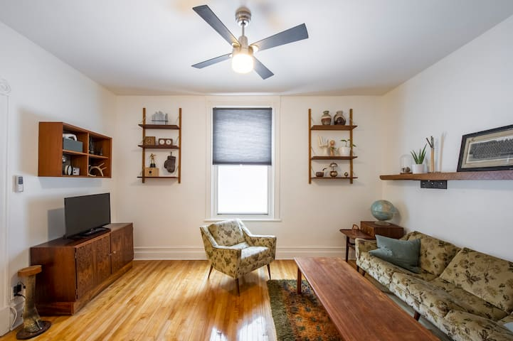 CLAUDETTE one bedroom apartment in the plateau