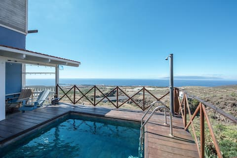"""Holiday Apartment """"La Casita"""" with Sea View, Mountain View, Shared Garden, Terraces & WiFi; Parking Available in the Street"""