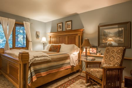 Shady Grove Mountain Retreat B&B - Evergreen