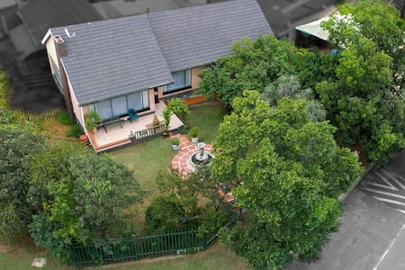 6SATHouse: Self Catering,Benoni/Boksburg,OR Thambo