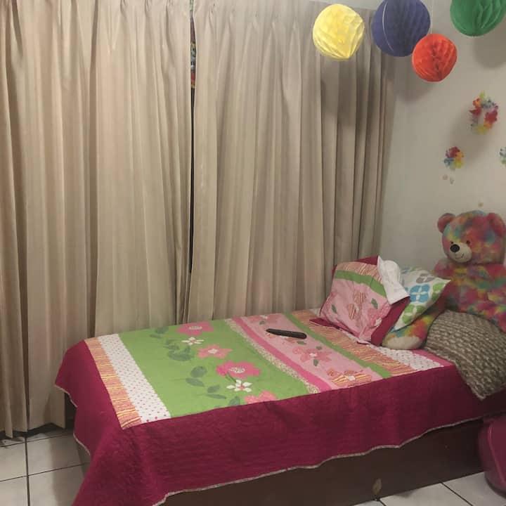 Linda  y cómoda habitación !!!