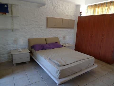 Private stone-built room in Mani, Neasa