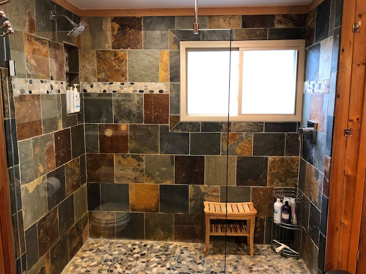 Cozy Suite, Private Entrance, Spa-Like Shower.