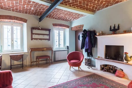 Relax  nel verde del Monferrato - Roatto - Bed & Breakfast