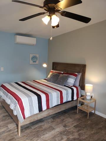 Queen size Bed and quiet split AC unit.