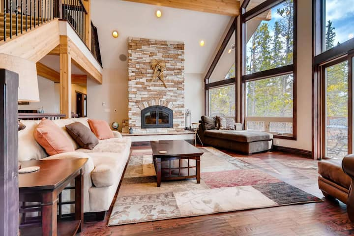 Paradise on 2 acres at 10,500 ft - 25-35 min.to Breck - Dog OK - Priv Hot Tub - Game Room