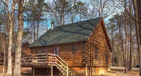 Cozy 2  Bedroom Cabin in Equestrian Resort!