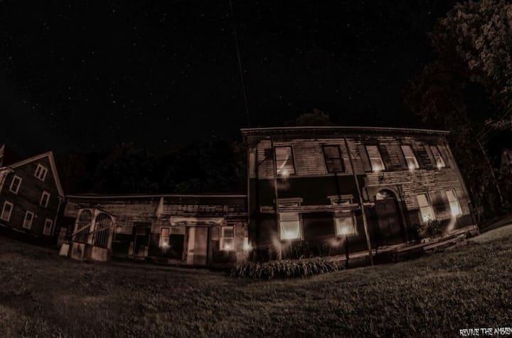 1787 Andrew Mann Inn