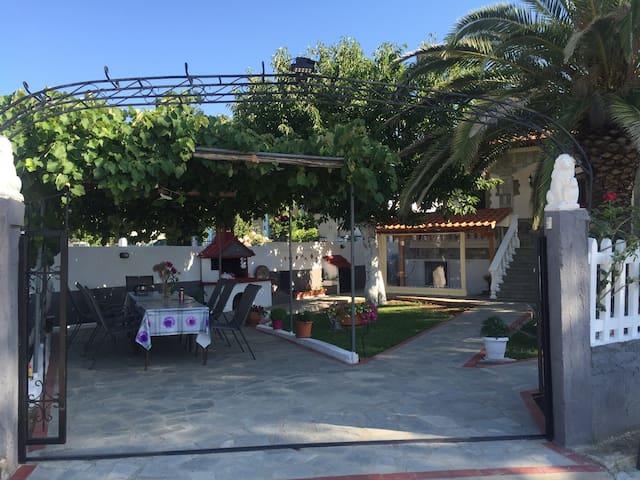Privates Ferienhaus - 350 m zum Strand - Nea Vrasna - Pension