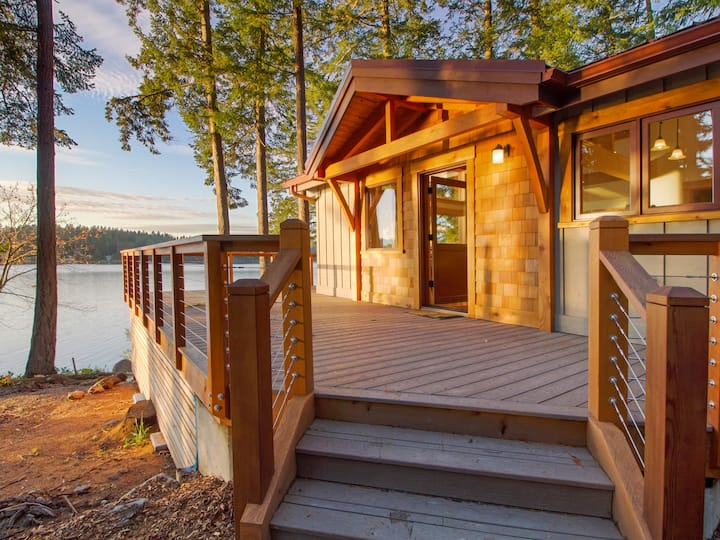 NEW LISTING! WATERFRONT -WESTCOTT BAY near ROCHE HARBOR! (Oyster Beach House)