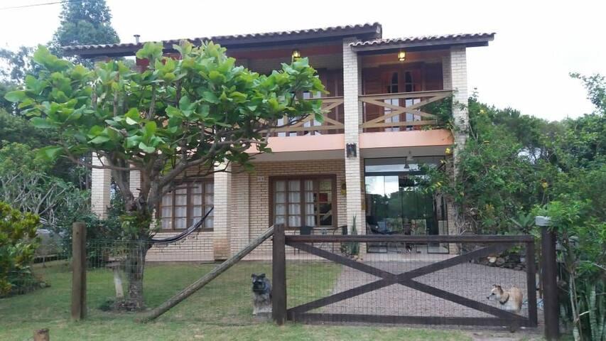 Casa Barra de Ibiraquera/ SC. Condomínio Ibira.