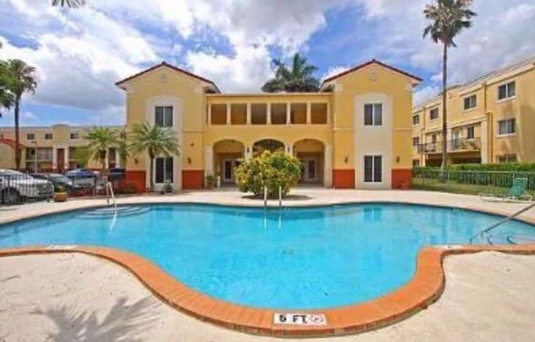 Beautiful apartment in the heart of kendall!