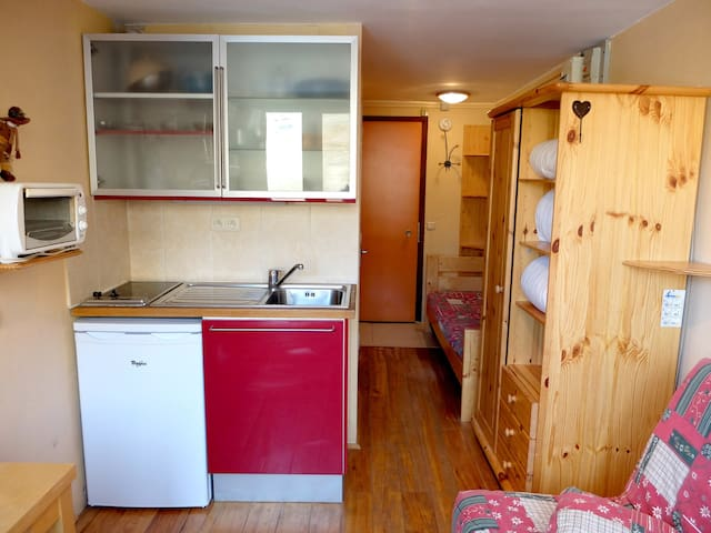 Studio for 2 persons with one of the best ski-in ski-out situation in the resort.