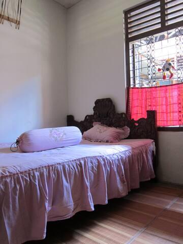 Padang Homestay 2 - Nanggalo - House