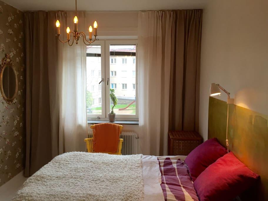 Bedroom is calm and quiet. Bed is 140 cm wide.