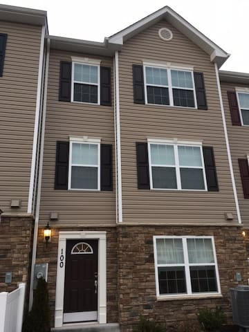 1 Bedroom Modern/New Townhome in Sykesville - Eldersburg