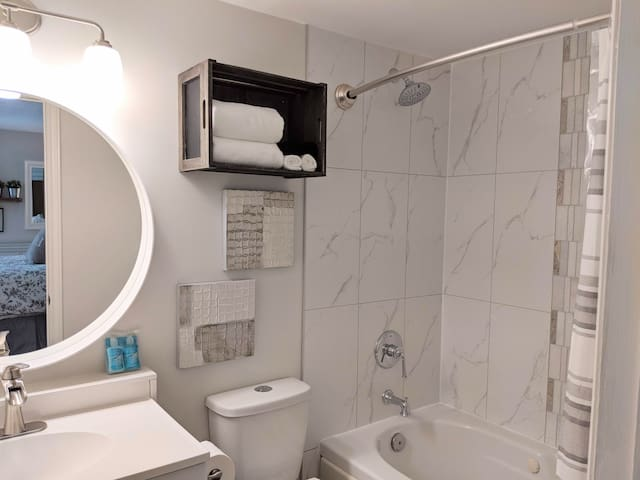 Bathroom just updated July 2019.  You will arrive to NEW: fresh paint,  tile surround in the shower, mirror and faucet,  shower faucet set, lighting, shower curtain,  decor items and FLUFFY towels.  We supply hand soap and shampoo too!