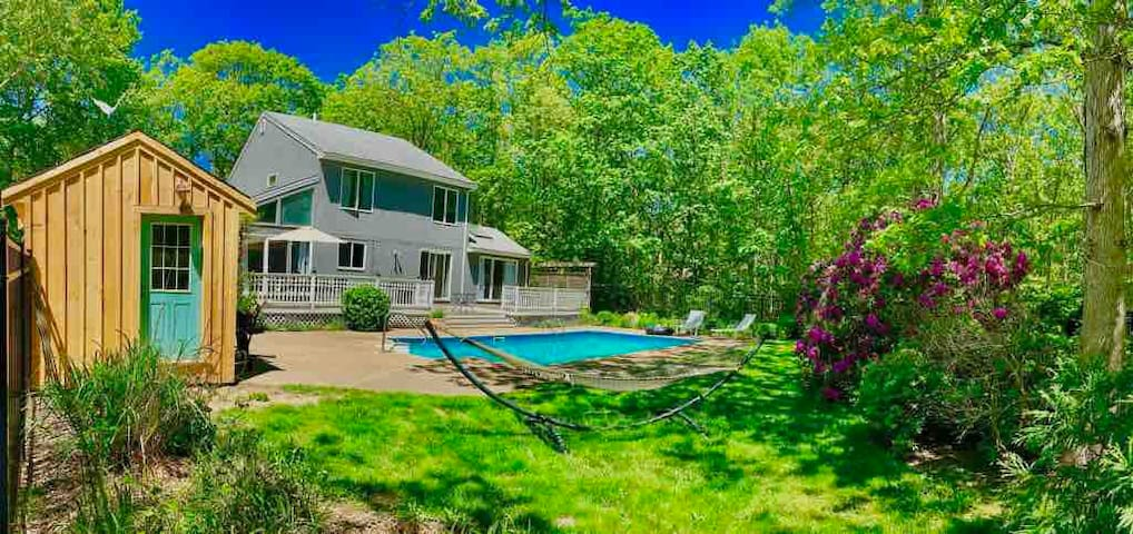 Oak Bluffs Centrally Located with Pool!