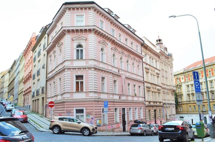 ★ Old Zizkov Apartment /老兹兹科夫公寓★