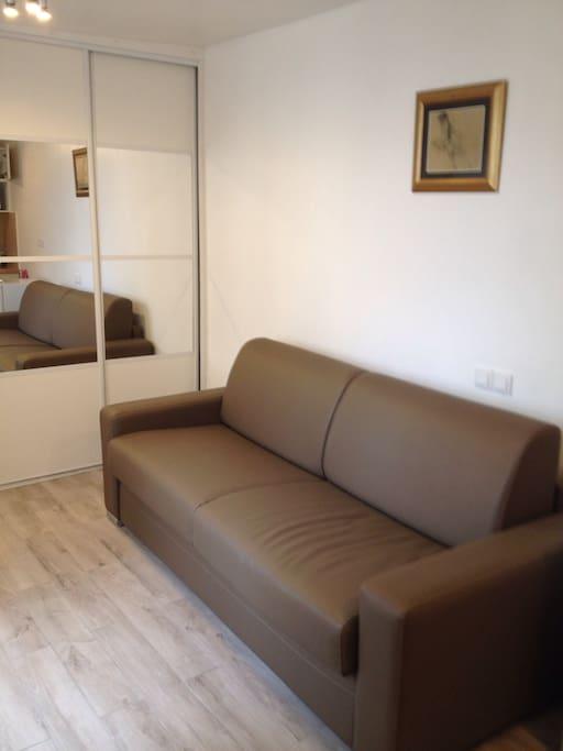 studio 20 m2 refait neuf tv net appartementen te huur in parijs le de france frankrijk. Black Bedroom Furniture Sets. Home Design Ideas