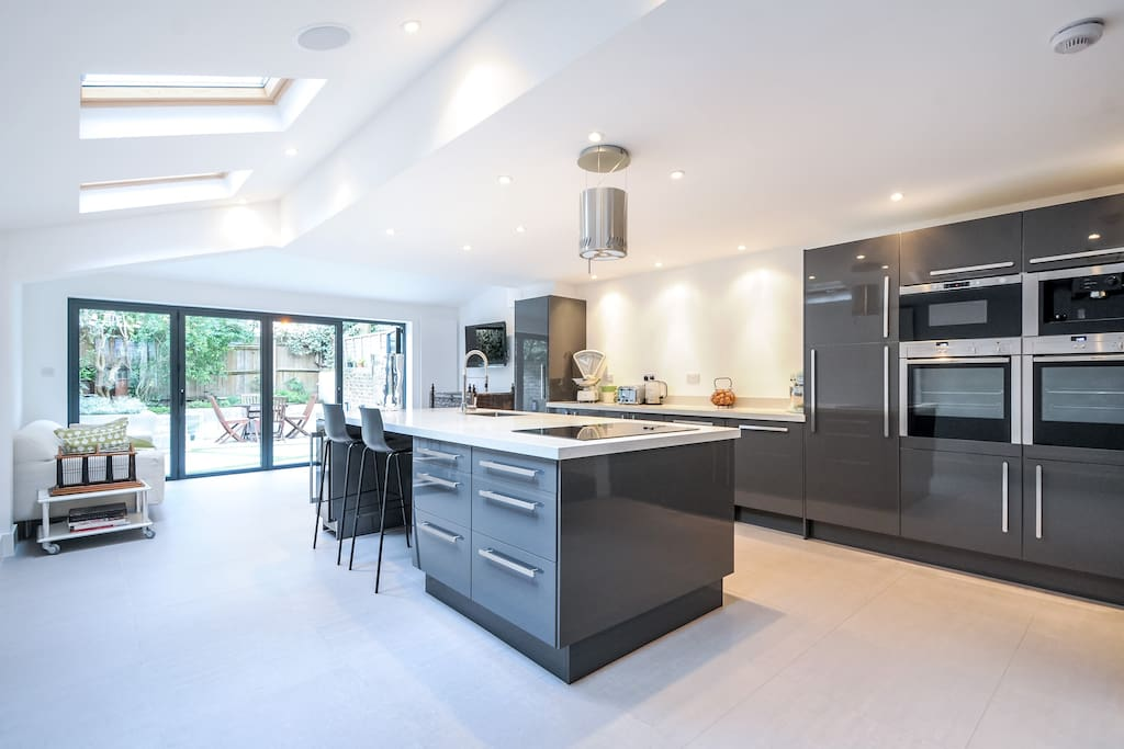 Very well facilitated kitchen, with TV