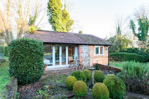 Idyllic Hideaway Ham Green Cottage near Winchester