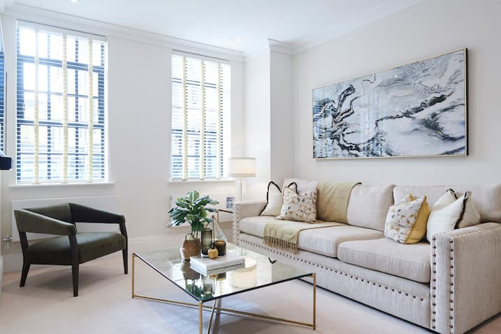 Exquisite Two Bedroom Apartment By The Thames